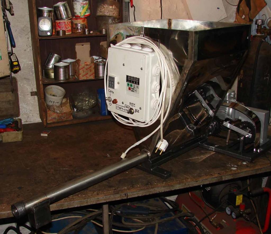 Шнековый питатель микро-дозатор пластика и сыпучих